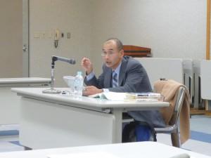 山崎弁護士